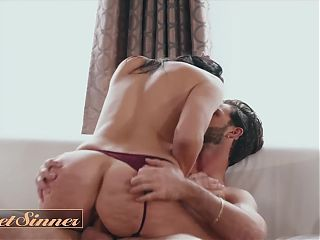MILF Reagan Foxx With Amazing Big Tits Fucks Lucas Frost